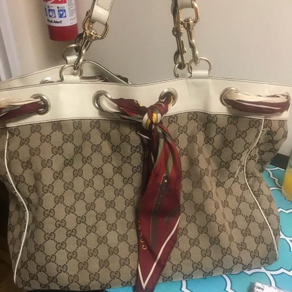 86eac3f2149 Gucci Handbags - Gucci Bag (authentic)